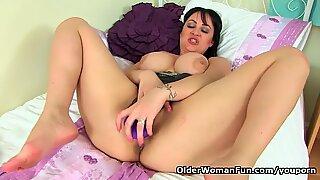 British milf Amber Leigh fucks herself with a dildo
